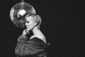 Estetiikasta toiseen – haastattelussa F